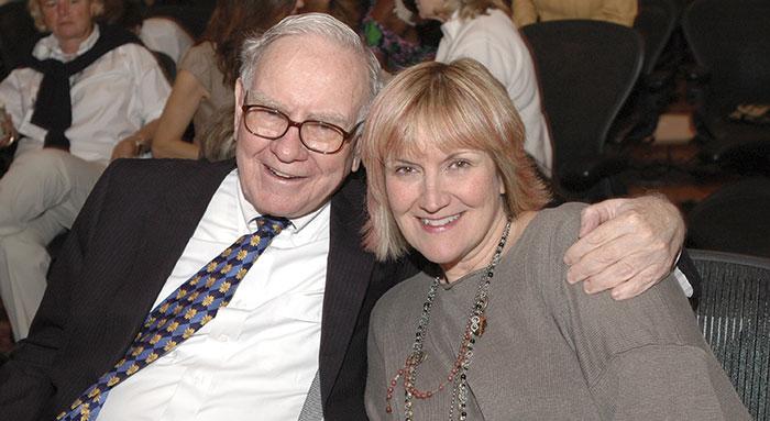 Bạn có thể không tin: Ngoài 20 tuổi, những người con của Warren Buffett mới biết nhà mình giàu