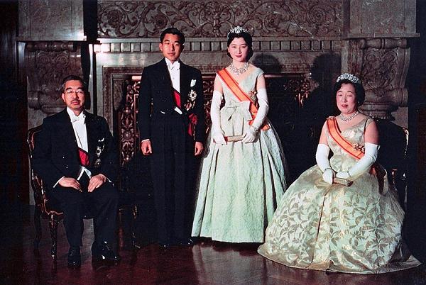 Câu chuyện về mối tình của Hoàng hậu đầu tiên trong lịch sử Nhật Bản có xuất thân thường dân