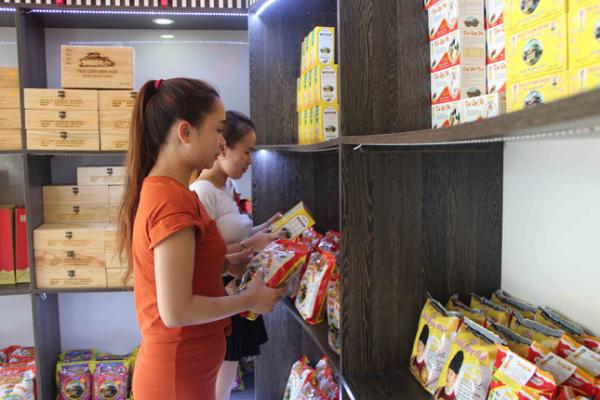Chàng trai Thái Bình bán trà dạo ở Huế và thương hiệu trà cung đình nổi danh thiên hạ