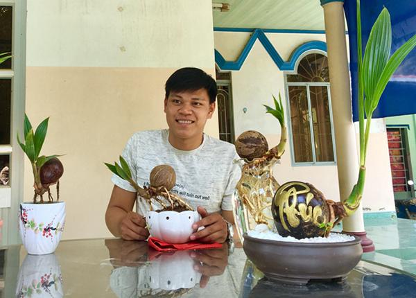 Từ những trái dừa lên mọng phải bỏ đi, 9x Bến Tre biến thành bonsai…dừa và kiếm tiền ngon ngọt